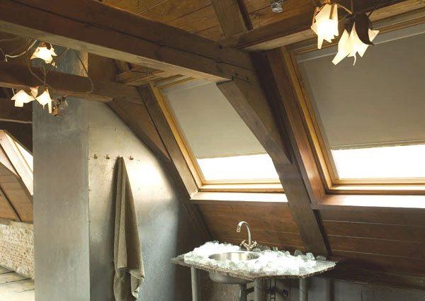 dachfenster rollo g nstig hitzeschutz verdunkelung livoneo. Black Bedroom Furniture Sets. Home Design Ideas