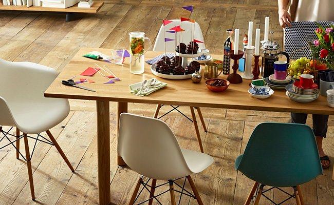 Esstisch, Eames Chairs