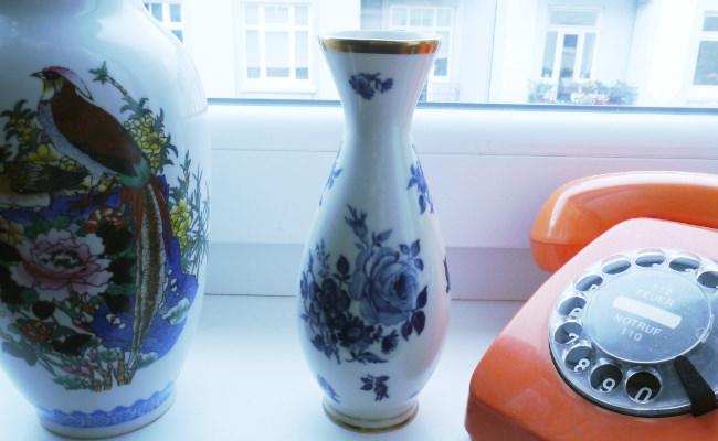 Vasen und Telefon