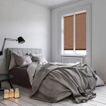 Jalousie Holz 25mm im Schlafzimmer