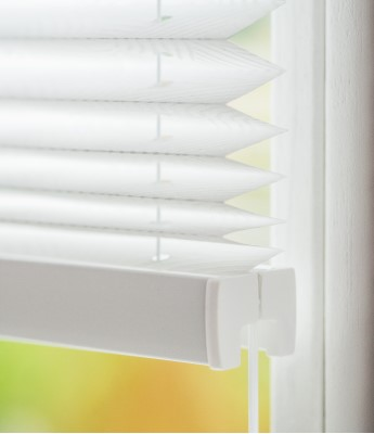 Montage auf dem Fensterflügel mit Winkeln - Montagefoto