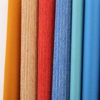 Vorhangstoffe in verschiedenen Farben und Transparenzgraden
